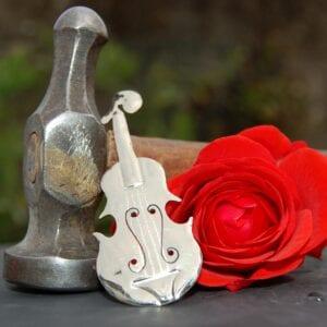Fiddle brooch in Alpaca silver