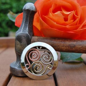 Mixed metal triscle brooch